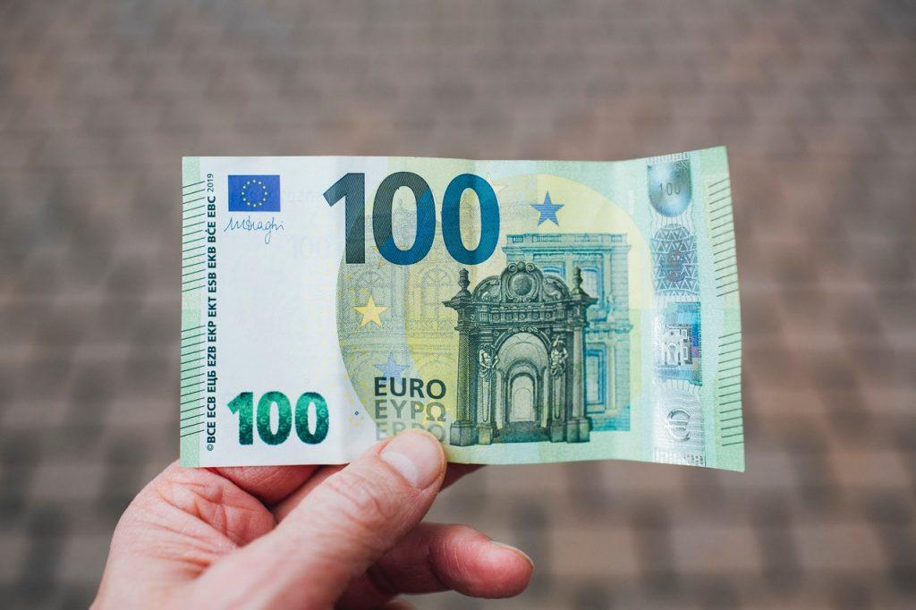 monatliche dividende deutschland 100 Euro Schein